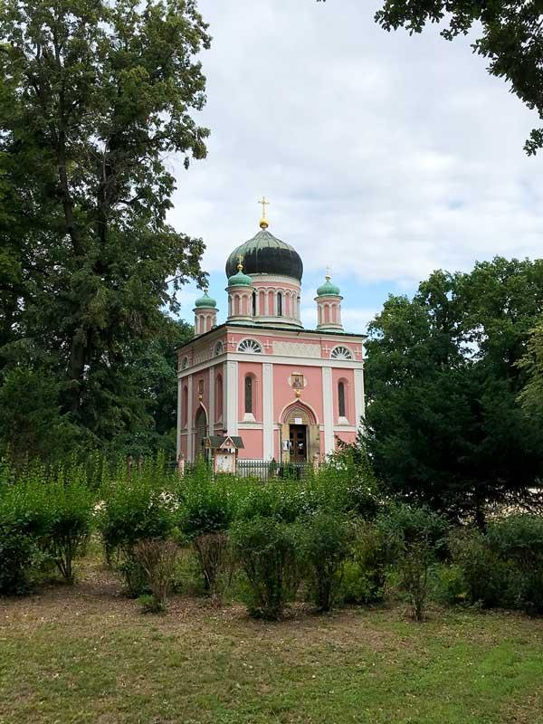 Kleine russisch-orthodoxe Kirche in einem Park bei Potsdam an der Havel, russische Kolonie Alexandrowka