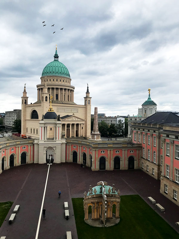 Historisches Stadtschloss mit Fortunaportal und Nikolaikirche am Alten Markt in Potsdam