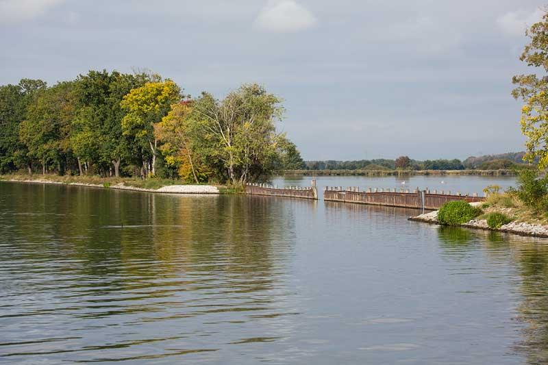 Lagunenartiger See am Sacrow-Paretzer Kanal bei Potsdam, Brandenburg