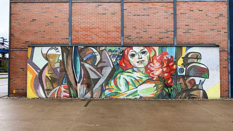 Mosaik an der Fassade des Industriemuseums in Brandenburg an der Havel mit sozialistischen Arbeitermotiven